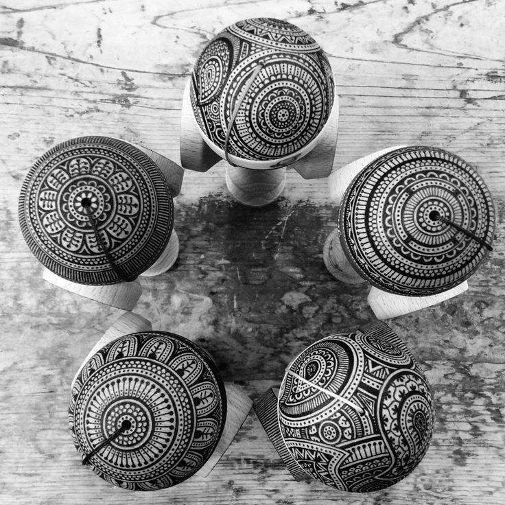 心思如此細膩的作品!你看到的是劍玉還是藝術! 感謝藝術家們在劍玉上創作,讓劍玉文化有不同的風貌。 使用方式:電燒 作者:Masako Hosoi ︱ 繊细な心を持つ作品!ご覧になったのはけん玉だけではなく芸術でもある。 けん玉に創作されたアーティストに心より感謝いたします。けん玉文化に異なった風貌をもたらします。 ペイントツール:はんだごて 作者:ほそいまさこ ︱ Delicate and heartwarming art work! It not only a kendama and also an art! Thanks to every artist who presented their creation on kendama, they has brought many different style for kendama culture. Tools used by Painters: Heating Electric Solder Painters: Masako Hosoi