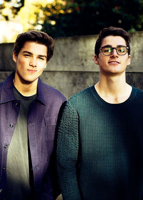 Jack & Finn Harries as Alec (left) and Alem Miller. Another twins, sorry not sorry.