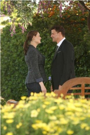bones season 8 finale secret in the siege fox 10 booth brennan 'Bones' Season 8 finale photos: Will Booth and Brennan get engaged or break up?