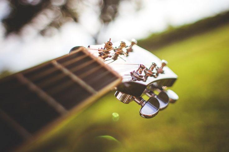 un particolare della chitarra di Jimmy Cloves