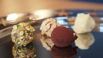 Hvite sjokoladetrøfler - NRK Mat - Oppskrifter og inspirasjon