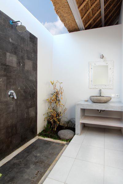 les 25 meilleures id es de la cat gorie salle de bains balinaise sur pinterest salles de bains. Black Bedroom Furniture Sets. Home Design Ideas