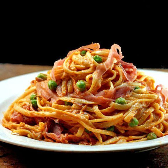 Creamy Tomato Alfredo Linguine with or without Peas and Prosciutto