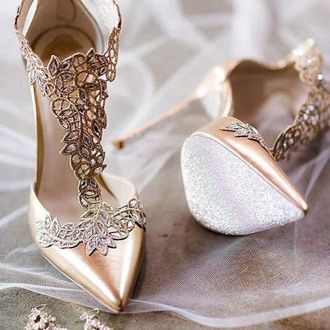 @strictlyweddings #bridalshoes #sapatoparafestas #partyshoes