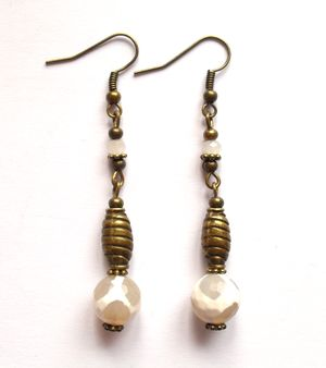 Earrings with agate. Örhängen med agater från ladyofthelake.se