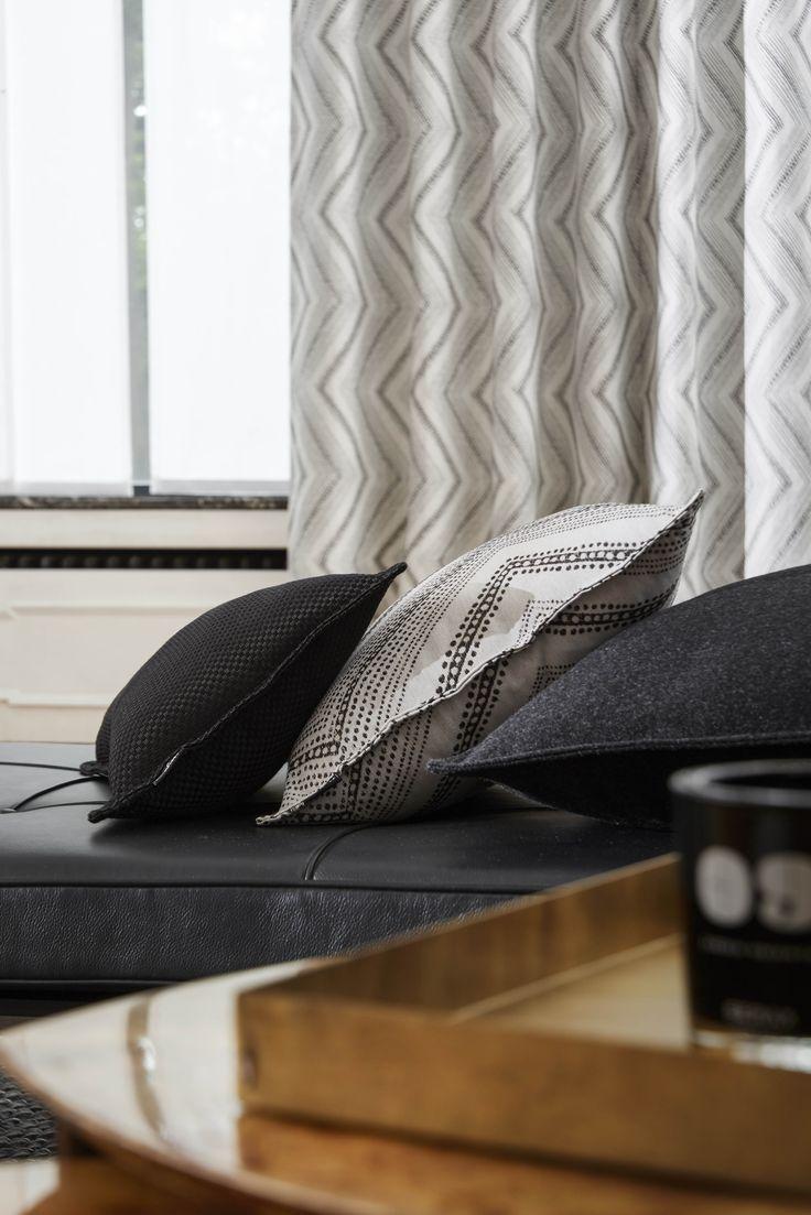 Ambiance graphique heytens rideau en tissu peack blanc coussins en tissus potomac noir peack - Coussin ethnique noir et blanc ...