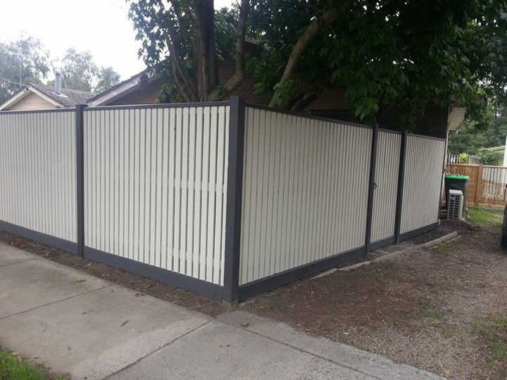 Front picket fence, vertcal picket fencing, exposed posts, capping, single pedestrian gate, front feature fence