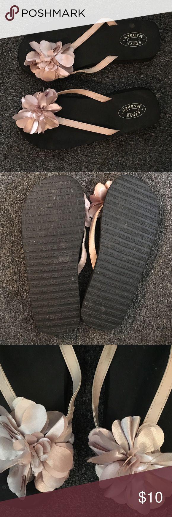 Steve Madden flip flops Black foam Steve maddens flip flops, cream flowers. Like new, wore once Steve Madden Shoes Sandals