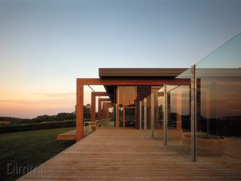 Montalto, Red Hill - nice deck and right angle.