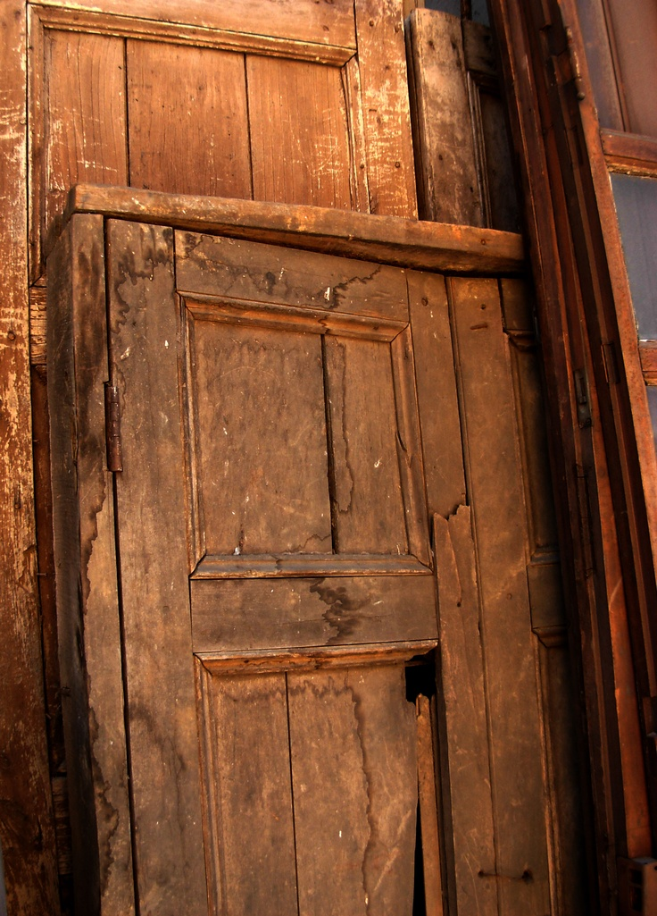 Puertas rústicas,  de colores, con rejas o vidriadas.  Antigüedades Carroza.