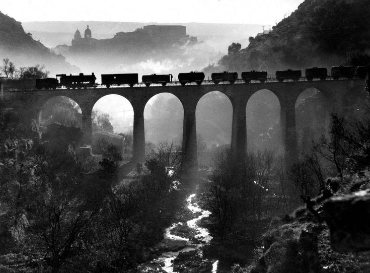 Giuseppe Leone :: Paesaggio Bianco e Nero, Bridge, Train, river