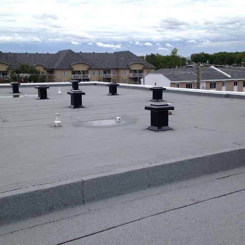 Toitures PME / Référence toiture résidentielle trouvée sur le groupe FB des architectes/designers de Montréal. Bons retours.
