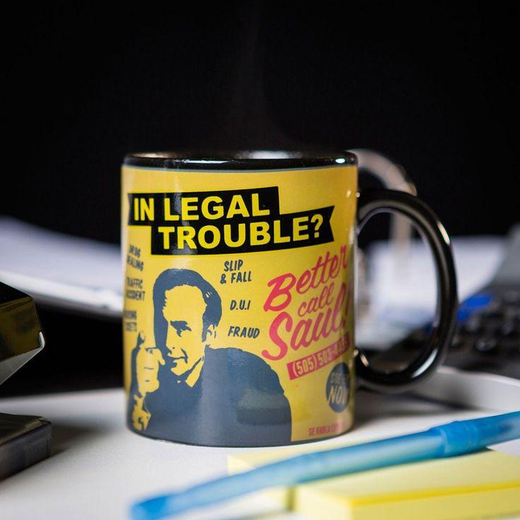 Die Better Call Saul Effekt-Tasse sorgt für eine Überraschung. Sobald etwas warmes eingefüllt wird, erscheint ein Botschaft von Saul Goodman. Schönes Geschenk für Fans von Better Call Saul und Breaking Bad.