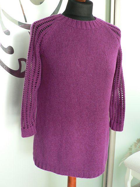 Dejlig bluse, som også har store størrelser. Den er i A-facon. Hulmønstret på ærmer og skuldre er ikke svært og kan udelades, hvis man foretrækker det. Her strikket i cashmere.
