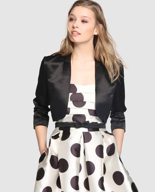 Bolero de raso en color negro, con manga francesa.