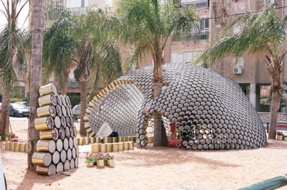 No todo es cemento y ladrillo. Hay multitud de objetos a los que se les puede dar una segunda vida, y cada vez son más los arquitectos que los ...