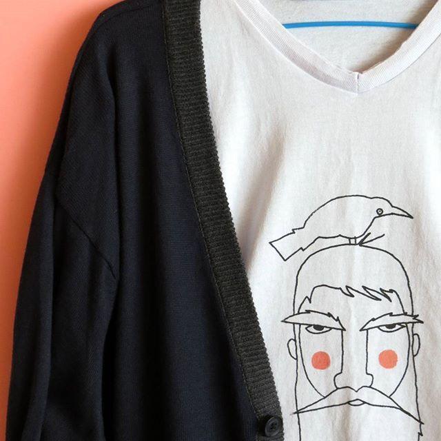 Saco Azul oscuro  Precio: 35.000 mil   Camiseta estampada  Precio: 22.000 -  -  #saco #moda #modamasculina #instamoda #invierno #camiseta #outfitoftheday #outfit #cajica #INSANNIA