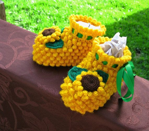 Подсолнух Детские пинетки ручной работы желтый по MyWorldOfKnitting