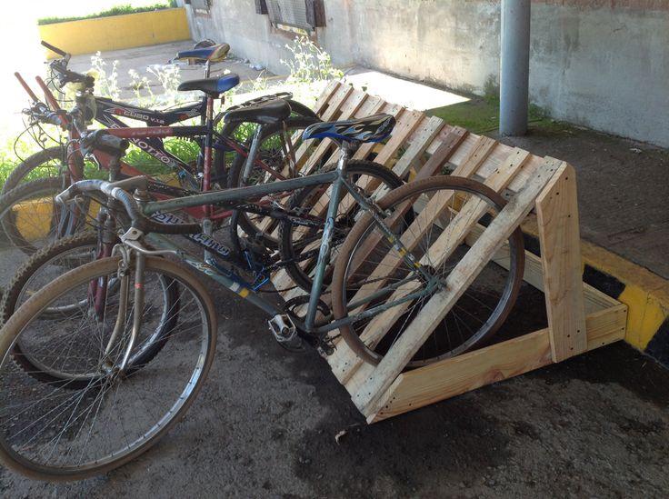 Estacionamiento de bicicletas bici pinterest - Parking de madera ...