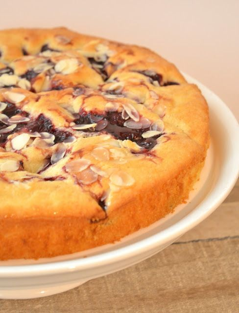 Ellouisa: Kersencake met banketbakkersroom van AH