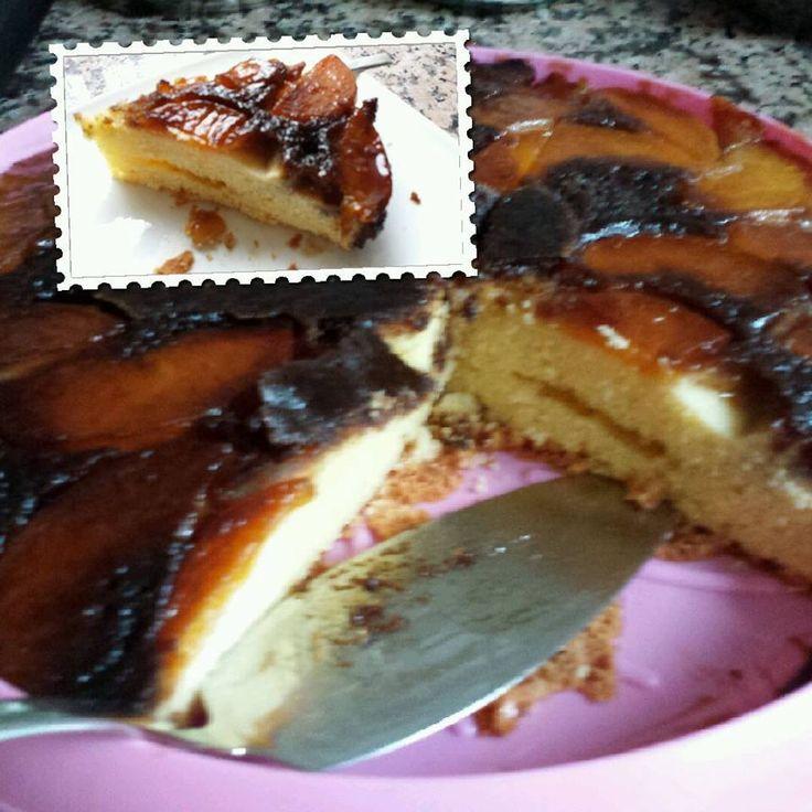 omgekeerde perzikcake met caramel  Springvorm Bakpapier 200 gram boter Boerencakemix 4 eieren Blik halve perziken 2/3 kop bruine suiker