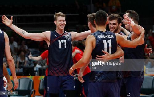 USA's Maxwell Holt (L) celebrates with teammates after... #kirchbergintirol…