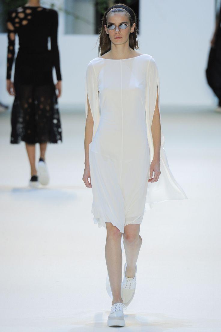 Akris Spring 2016 Ready-to-Wear Fashion Show - Dasha Denisenko (Supreme)