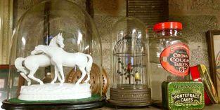 Statuettes, Pontefract Cakes Tin