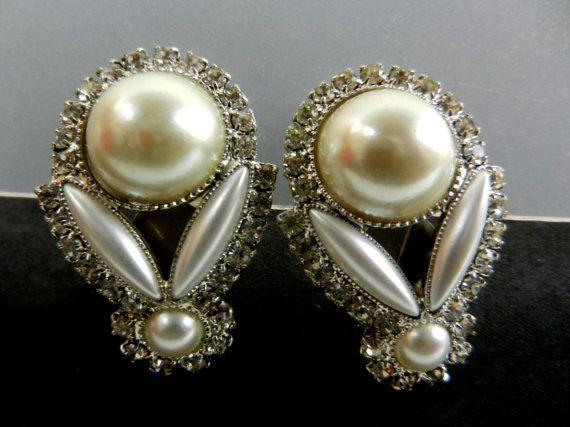 Lovely Drop shaped Pearl Earrings 1960s Italy by RAKcreations