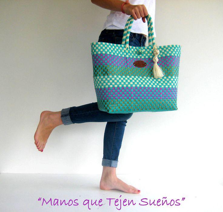 BOLSAS TEJIDAS EN PLÁSTICO 100% mexicanas Elaboradas por mujeres mexicanas. Gracias por permitir  que muchas mujeres mexicanas no dejen de tejer sus sueños. www.manosquetejenmexico.com