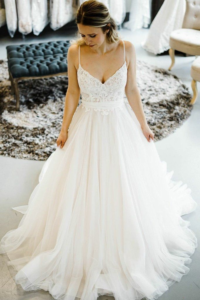 Like The Skirt Very Flowy Princess Style Wedding Dresses Wedding Dresses Lace Wedding Dresses Romantic