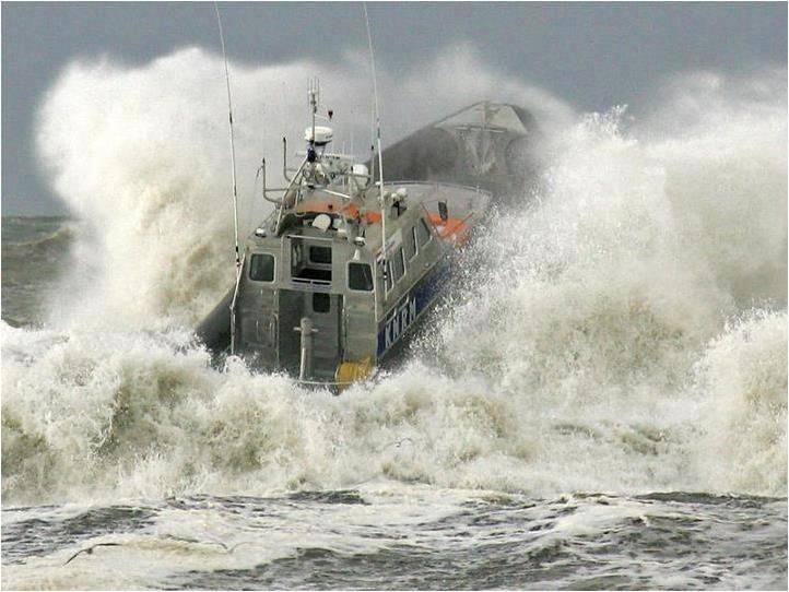 17 Best images about SHIPS IN HEAVY SEA on Pinterest ...