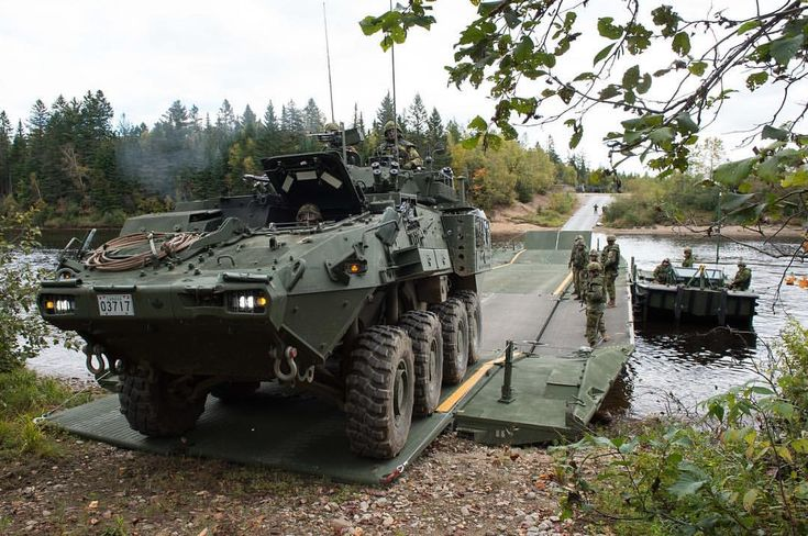 Members of 5 Combat Engineer Regiment move a light armoured vehicle by using a medium raft during Exercise SAPEUR INTRÉPIDE in the training areas of CFC Valcartier in Courcelette, Quebec on September 29, 2017. #ExSAPEURINTRÉPIDE #CAF #CanadianArmy #StrongProudReady #LAV