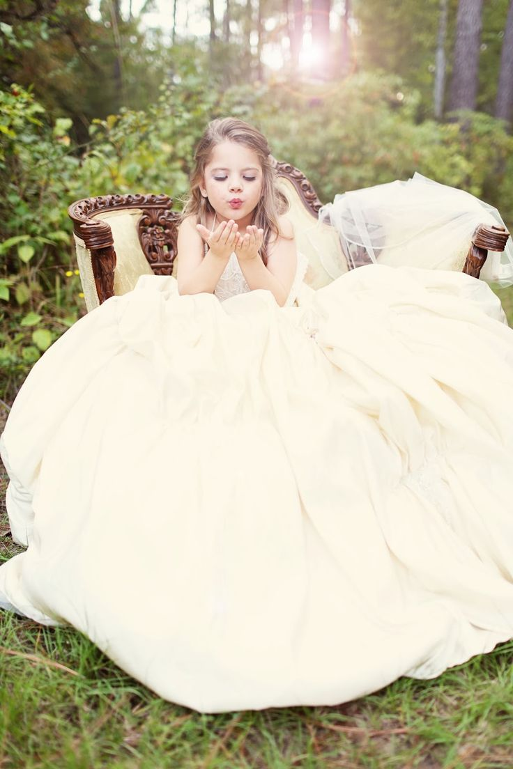 Spectacular Take a picture of your daughter in your wedding dress Child photography
