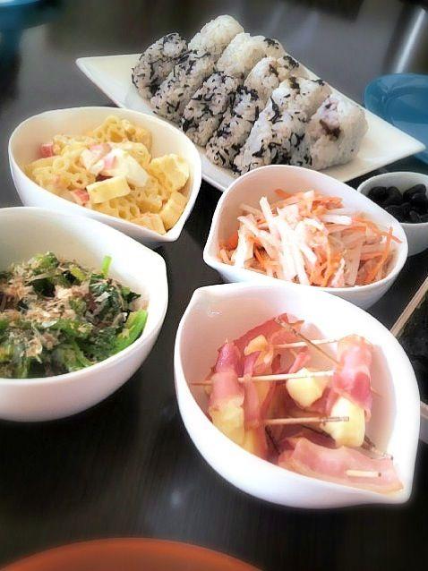 韓国海苔巻おにぎり&ヘルシー野菜おかず達 via SnapDish 料理カメラ