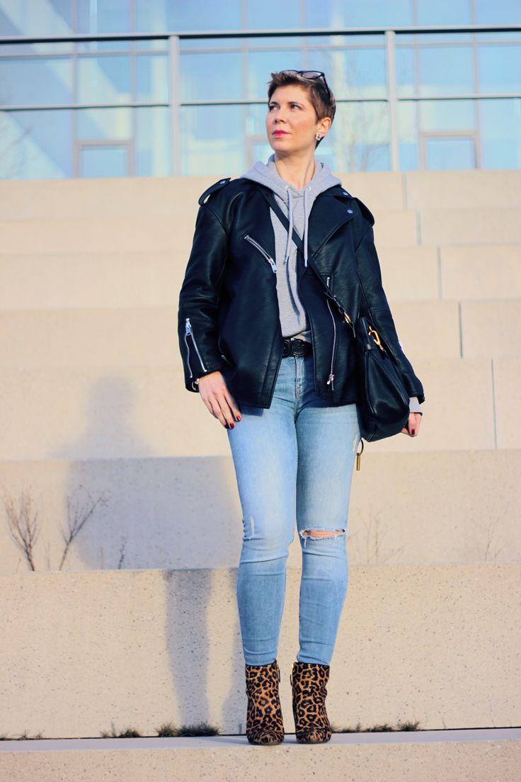 Kapuzenpulli mit Skinny und Leo Stiefeletten und meiner neuen Lexa von Chloé casual Hoodie Style mit Lederjacke....