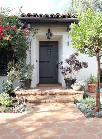 Love this little Spanish Colonial style.