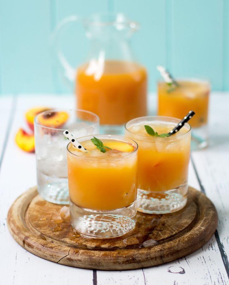 Agua Fresca ist ein mexikanisches Getränk auf Wasserbasis, welches man mit so gut wie jeder Frucht kombinieren kann. Hier ein Rezept für mit Pfirisch.