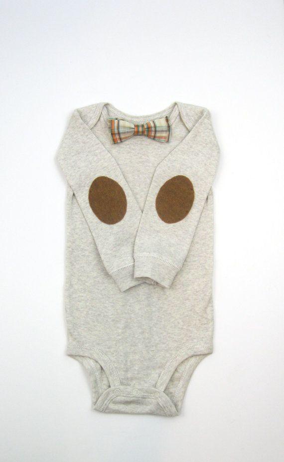 Bow tie onesie. Boy 1st birthday outfit. por LovelyLittleBabies, $28.00
