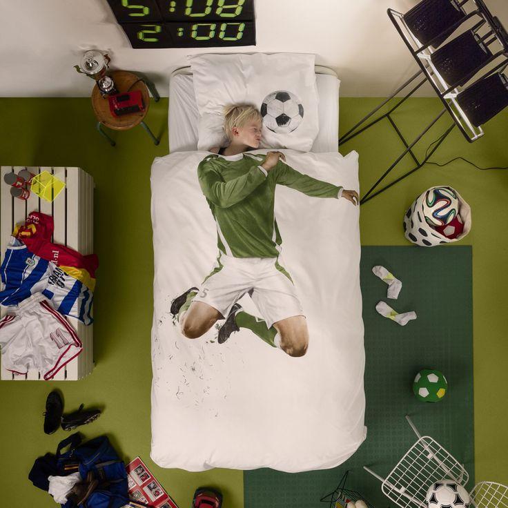 Smart sengesæt med fodboldspiller/fodboldmester fra Hollandske Snurk. Drøm dig væk til alverdens stadions, hvor du i sidste sekund får en scoring med hovedstød. Måååål!