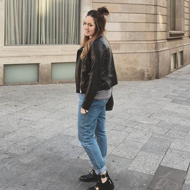 Lunes? A salsear!! Y vosotros, como habéis empezado la semana?  Buenas noches ! 🌙 ➡ Biker: @stradivarius ➡ Mum Jeans: @primark ➡ Botines: @zara . . . #ootd#outfit#look#dailylook #lookdeldia#potd#me#instablog#girl#instapic#fashion#fashionblogger#blog#moda#inspo#tendencias#mumjeans#zara#inditex#trendy#stradivarius#primark#streetstyle#today#lunes#goodnight#buenasnoches#monday#go#asalsear
