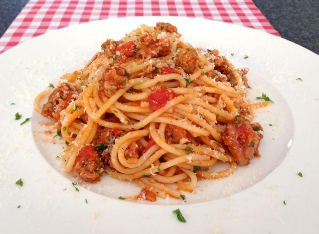 Spaghetti met verse worst   Het lekkerste recepte vind je op AllesOverItaliaansEten