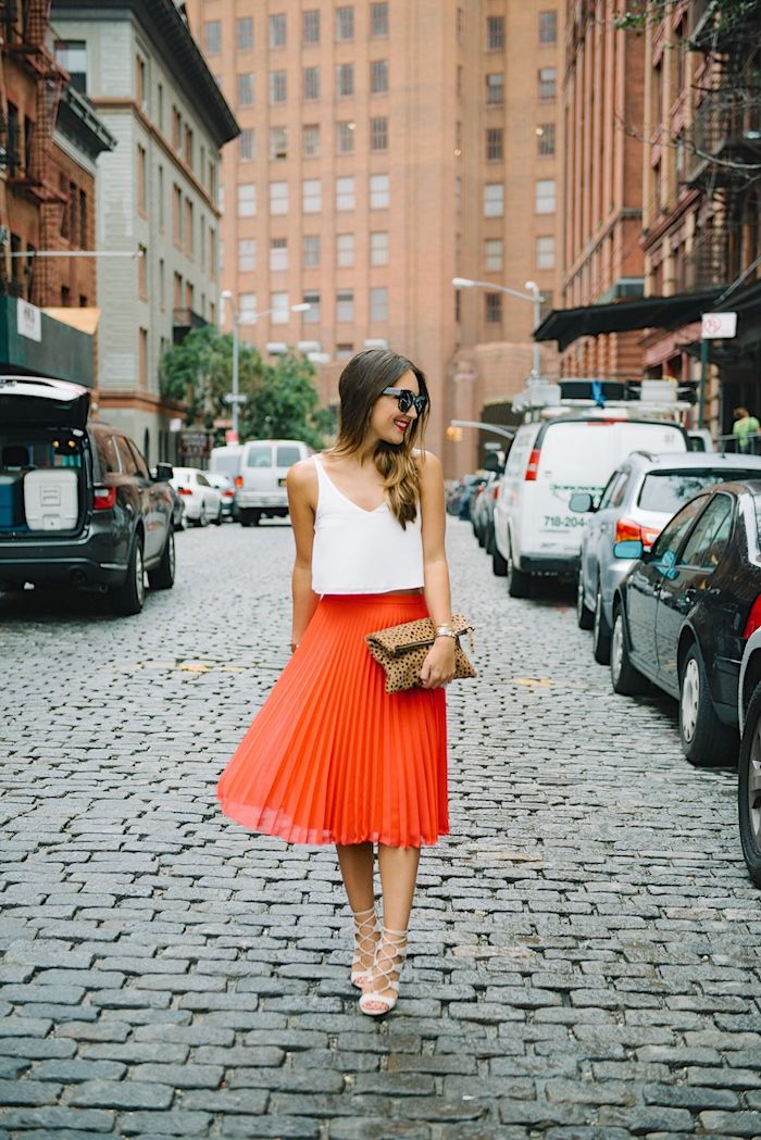 Red Pleated Skirt - Carrie Bradshaw Lied