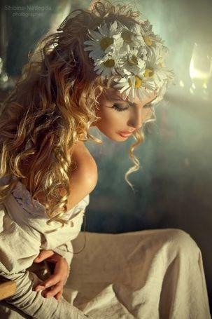 Модель Мария Клочкова с ромашками в волосах, фотограф. Надежда Шибина