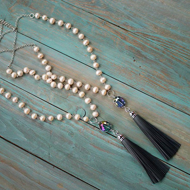 Ness Solo жемчужное ожерелье   Ness Solo длинное жемчужное ожерелье с подвеской из кристалла и кисточки. Материалы: пресноводный жемчуг, кристалл penfant, натуральная кожа. Два варианта кристалла: голубой, фиолетовый. Ручная работа. ☮️Цена: 3400 руб. Закажите на сайте: bohomagic.ru, доставка от 1 дня. http://bohomagic.ru/shop/for-her/ness-solo-zhemchuzhnoe-ozherele/ #бохо #boho #bohochic #бохошик #бохоукрашения #украшения #бохостиль #стиль #bohostyle #bohemianstyle #бохомода #nesssolo…