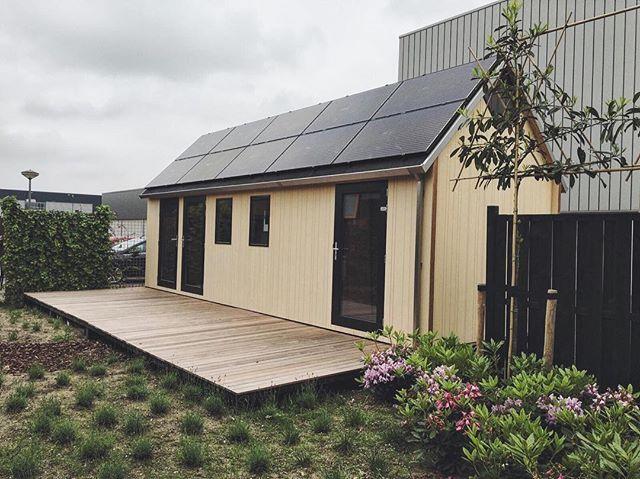 Solar panels are installed! ☀️=⚡️ #tinyhouse #solar  #innovation #millhome #letthesunshine #new #offthegrid #tinyhousenederland
