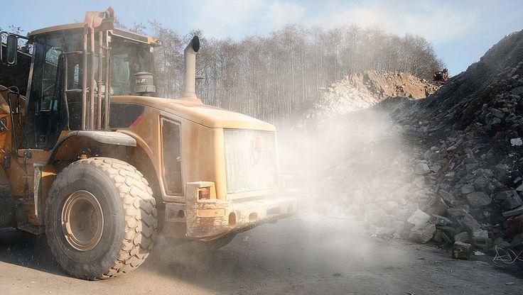 CLEANFIX Hägele GmbH oferuje adaptacyjne wentylatory o dużej mocy z obracanymi łopatami do wszystkich pojazdów użytkowych, które często pracują w zakurzonym lub zapylonym środowisku. Czyste, sprawne chłodnice, wolne od plew, gruzu, trawy, brudu, pozostałości ziaren, liści, zrębków, trocin, pyłu gipsowego, wapna po prostu od wszystkiego, co może zablokować swobodny przepływ powietrza. Zapobiega również zanieczyszczeniu chłodnic klimatyzacji, intercoolera i oleju hydraulicznego.