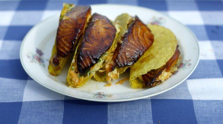 Taco's gevuld met oosterse koolsla en zalm   Dagelijkse kost