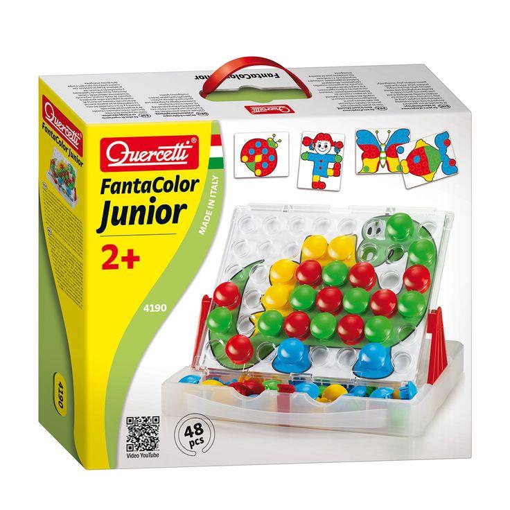 Met deze Quercetti FantaColor Junior set kunnen kinderen gemakkelijk hun eerste prachtige creaties samenstellen door het plaatsen van de 48 grote pinnen in het geperforeerde bord. Kinderen kunnen met dit spel voortborduren op de meegeleverde afbeeldingen of ze kunnen uiteraard hun eigen creaties maken. Uitstekend voor de hand-oogcoördinatie. De set wordt geleverd met 48 grote pinnen in 4 verschillende kleuren, een geperforeerd bord en 16 leuke afbeeldingen. Het bord wordt tevens geleverd met…