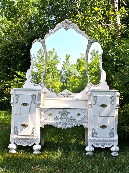 Antique Vanity Makeover - Custom Painted Antique Vanity in a Cottage Chic,  French Country Style - Best 25+ Painted Vanity Ideas On Pinterest Painted Bathroom